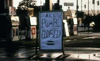 closed_gas_station_in_seattle_during_energy_crisis